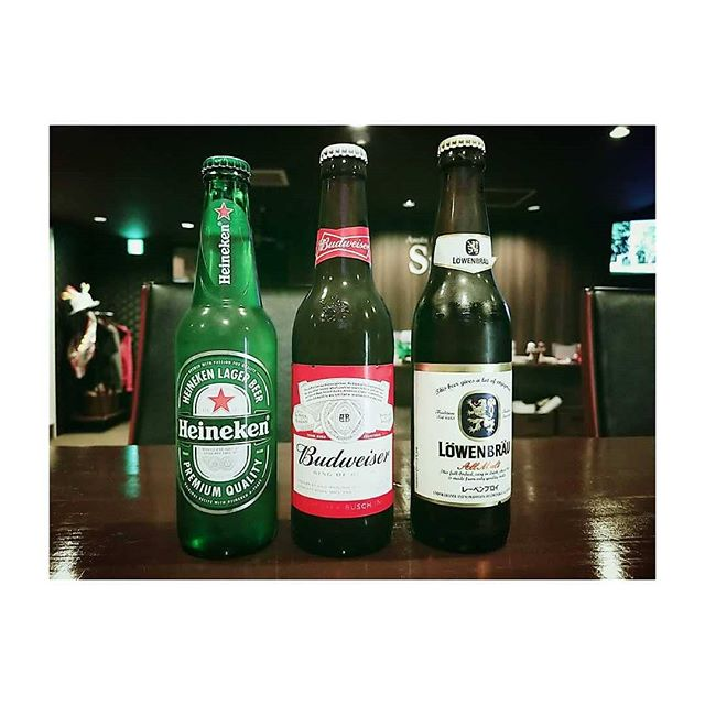 今日も暑くてビール日和ですね外国の瓶ビールってオシャレ!!たまに飲みたくなる。。 ハイネケン。バドワイザー。レーベンブロイ。みなさんはどれが一番好きですか~?? #AsobiBarSnow #Snow #群馬 #前橋 #お酒 #女子会 #ボードゲーム #ハイネケン #バドワイザー #レーベンブロイ