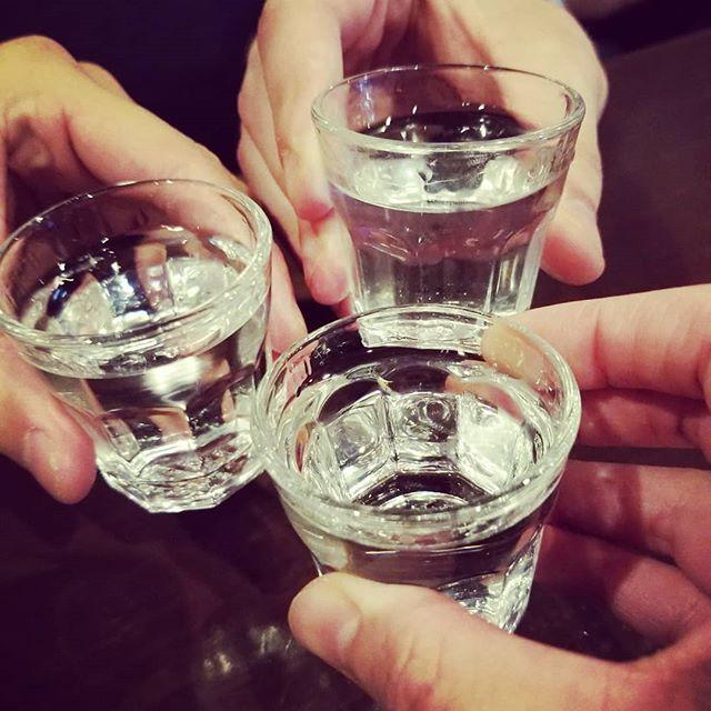 素敵な出会いに乾杯🥂ってウォッカかーい 今日は休肝日~なんて言ってる場合じゃなくなってしまった!調子乗っちゃって️️ ウォッカで乾杯したい方いたら、ぜひSnowにお越し下さい☆(笑)#AsobiBarSnow #Snow #群馬 #前橋 #バー #お酒 #女子会 #カラオケ #ゲーム #ウォッカ